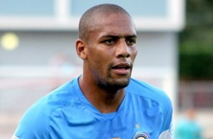 Maicon may be offered to Manchester City in exchange for Carlos Tevez
