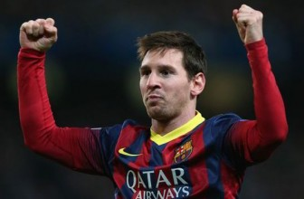 Manchester United lead Messi chase – report