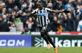 Arsenal hold transfer talks for Newcastle midfielder Cheick Tiote