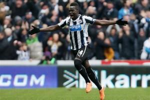 Arsenal hold transfer talks for Newcastle midfielder Cheick Tiote