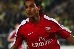 Wenger unsure over Walcott contract with Liverpool interested